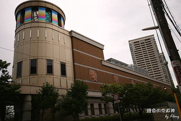 手塚博物館外牆.jpg