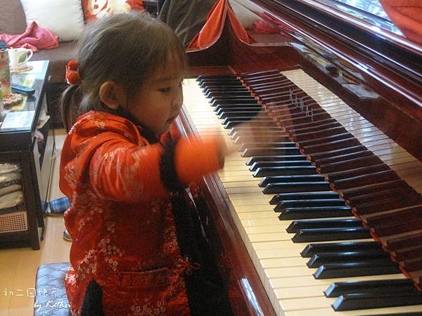 120124[2Y3M28D]阿祖家彈鋼琴