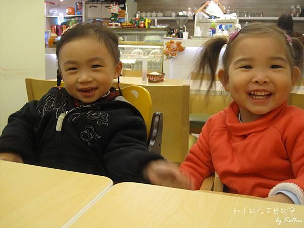 120226[2Y4M30D] 和小紅在天母baby cafe