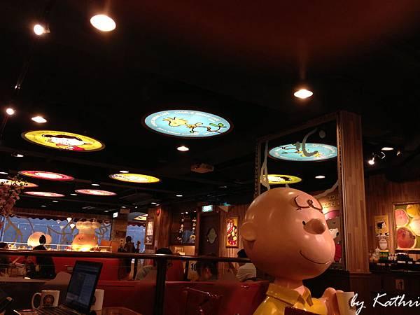 一面天花板有不一樣的燈