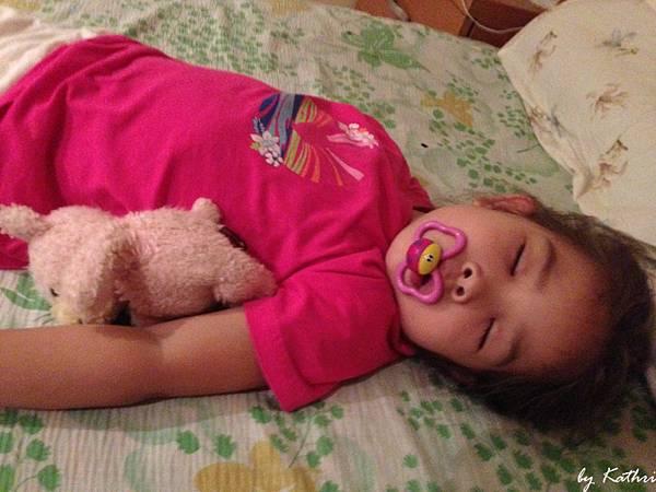 130702[3Y9M5D]嘴嘴和Pinky陪伴入睡