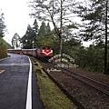 慢慢穿梭在山林間的小火車