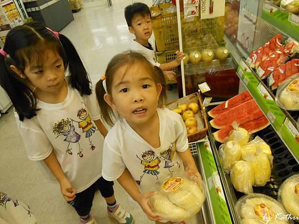 130924[陽光蔬果園-水果樂園]戶外教學 超級市場 (榴璉...OMG).JPG