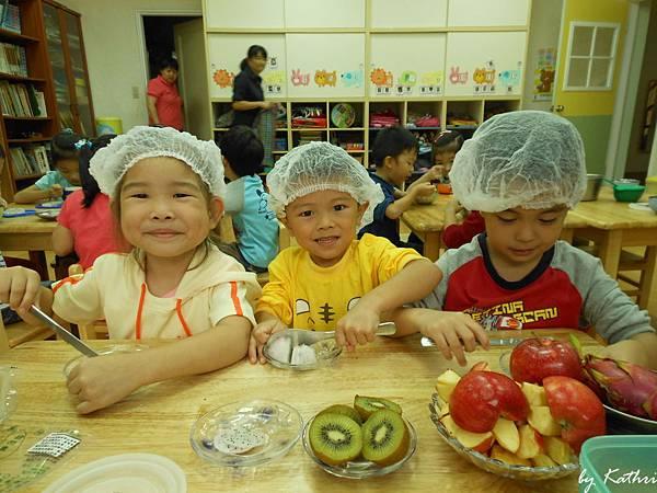 131017[陽光蔬果園-水果萬花筒]快樂小廚師 水果沙拉.JPG