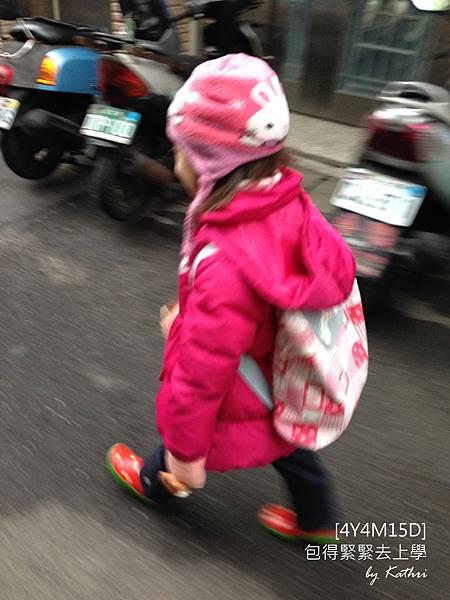 140211[4Y4M15D]好冷喔~(快速走).jpg