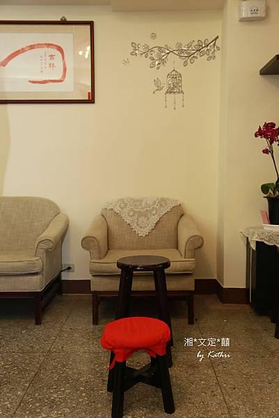 IMG_1019x等下要把腳抬高的小紅凳