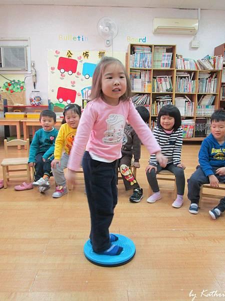 快樂美語140224_Fun activity (感覺也是個困難的遊戲).JPG