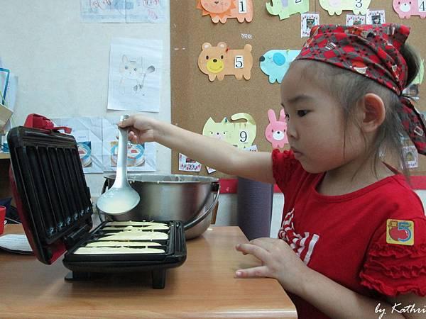 快樂小廚師140619_可口鬆餅 (有模有樣).JPG
