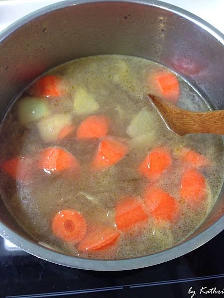 紅蘿蔔變油亮後倒水