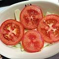 鋪上蕃茄切片