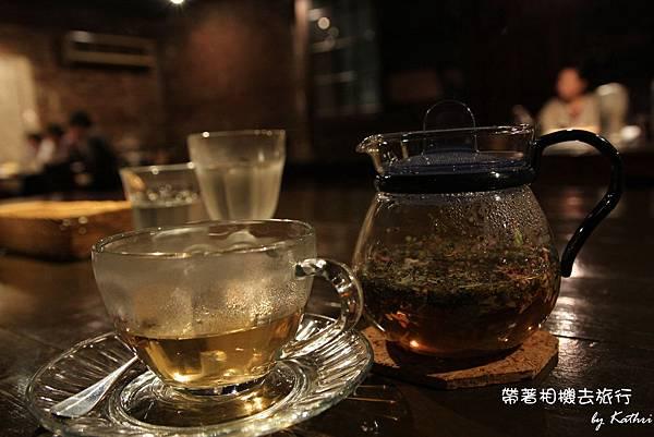花茶和冰水.jpg