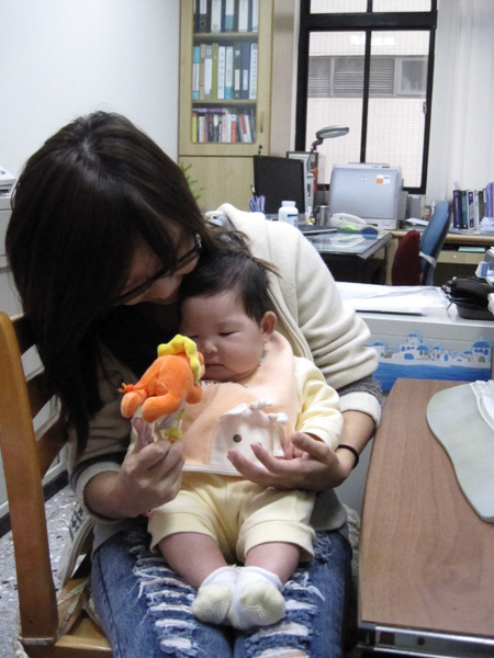 [2M15D]布布阿姨跟小妞玩小獅子