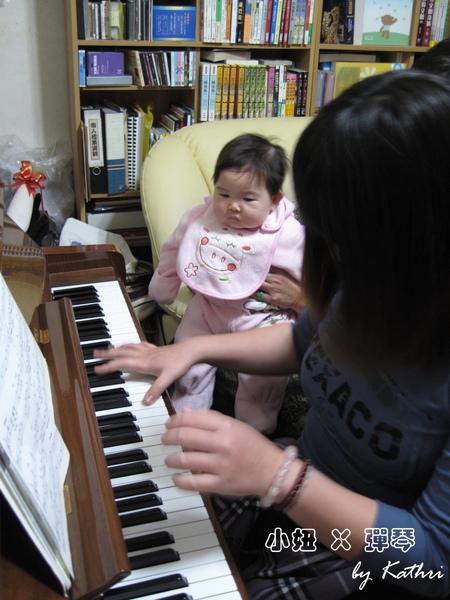 初三[4M20D]大姑姑彈鋼琴