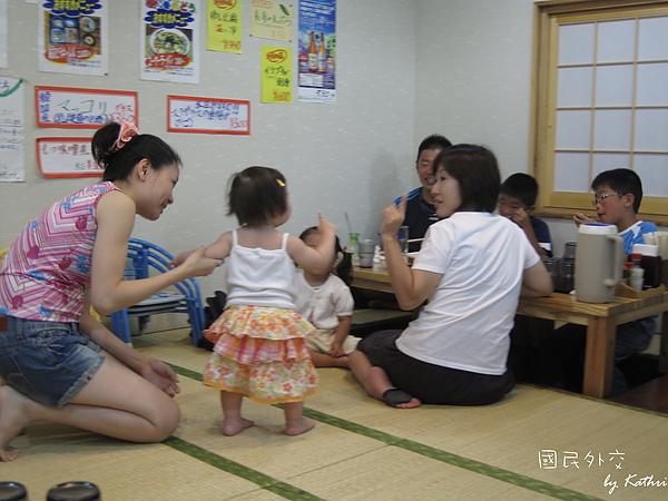 [10M29D]搭訕日本的媽媽和小姊姊.jpg