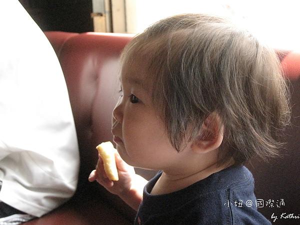 [11M0D] 吃麵包ing.jpg