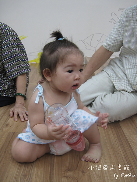 [9M27D]臭小妞是個好奇寶寶
