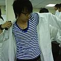 我是本次實驗衣的展示者