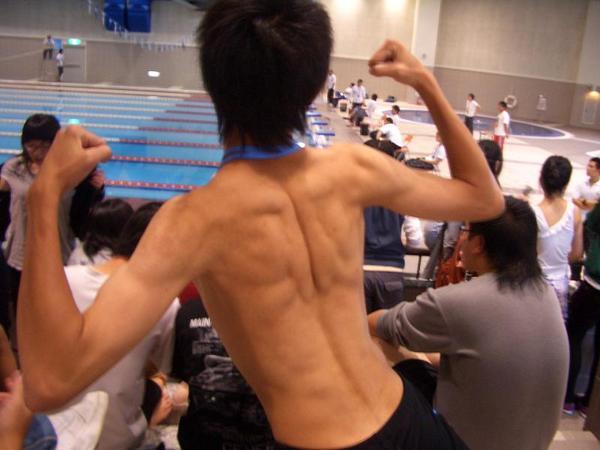 阿龍的背肌