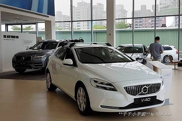 Volvo V40 Cross Country2.jpg