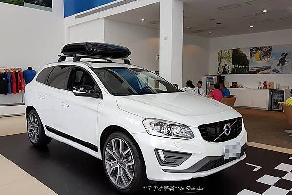 Volvo V40 Cross Country3.jpg