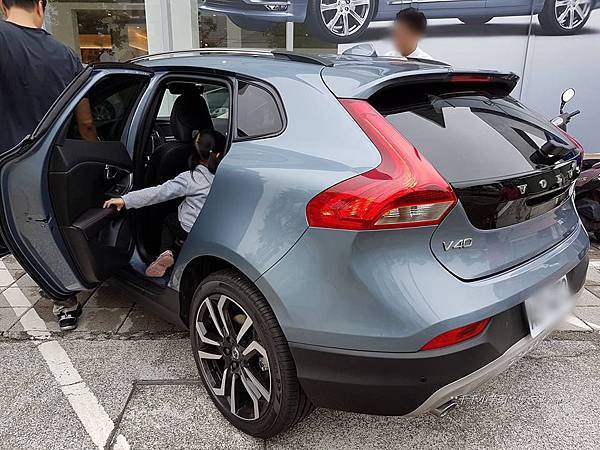 Volvo V40 Cross Country8.jpg