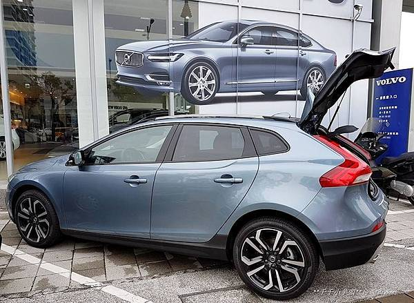 Volvo V40 Cross Country15.jpg