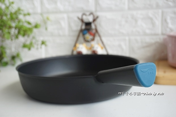 日本極輕鑄鐵平底鍋5.JPG
