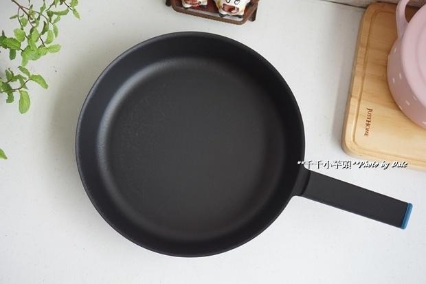 日本極輕鑄鐵平底鍋8.JPG