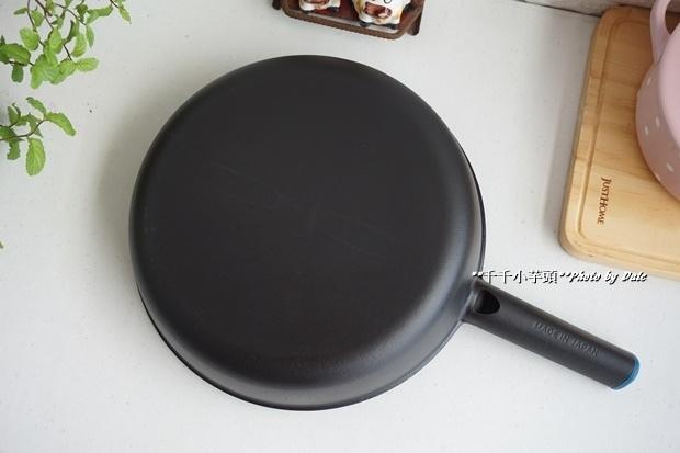 日本極輕鑄鐵平底鍋9.JPG