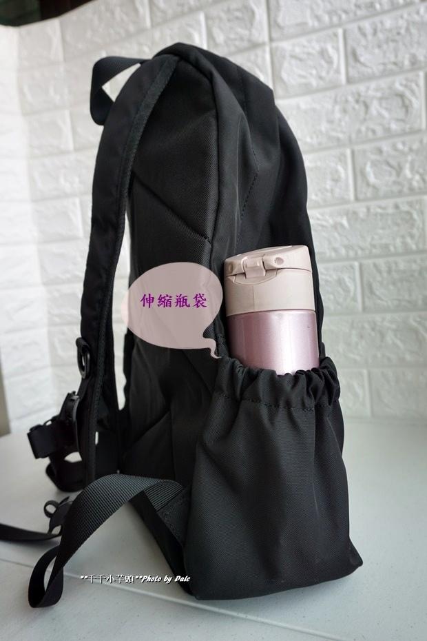 英式時尚潮流 特仕純黑款機能後背包4.JPG