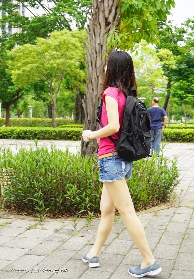 英式時尚潮流 特仕純黑款機能後背包11-.JPG