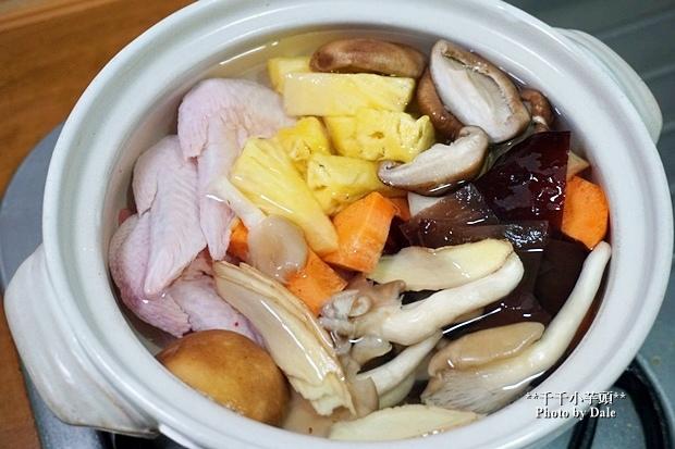 鳳梨菇菇雞湯3.JPG