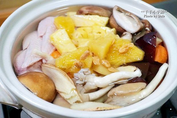 鳳梨菇菇雞湯5.JPG