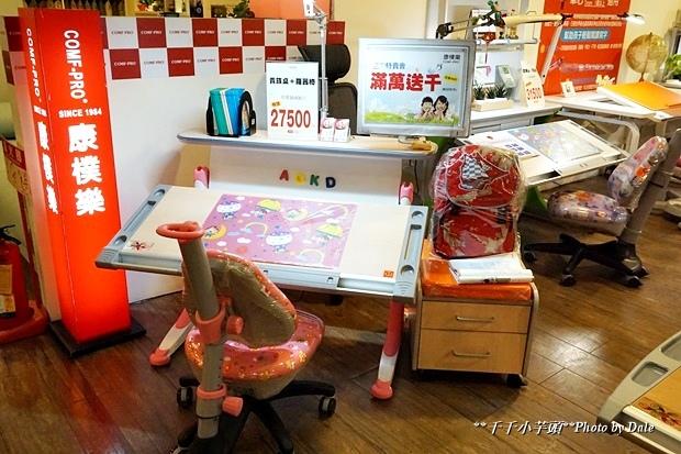 康樸樂兒童成長書桌椅3.JPG