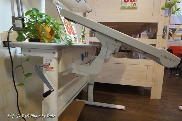 康樸樂兒童成長書桌椅34-.JPG