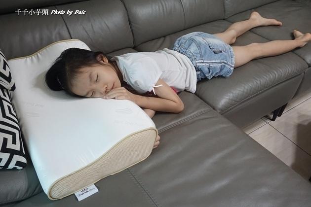 德瑞克名床-親水涼感記憶枕15.JPG