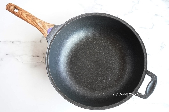 總舖師日本大金麥飯石塗層34公分不沾鍋炒鍋9.JPG