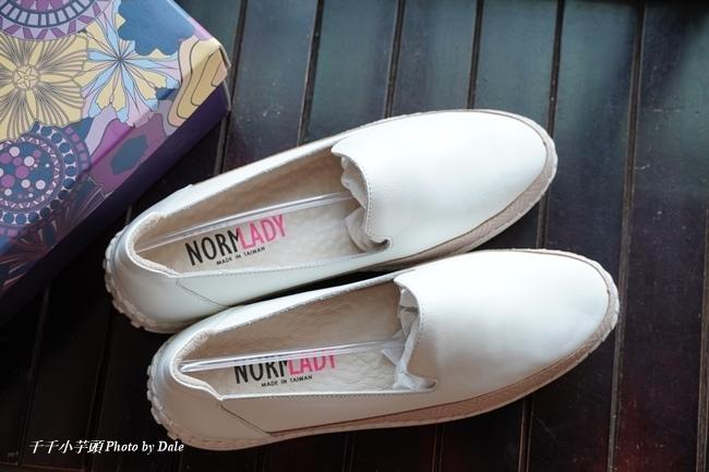 【Normlady 諾蕾蒂】質感真皮拼接草編壓紋皮革磁力厚底氣墊球囊休閒鞋-MIT手工鞋(甜美粉)6.JPG