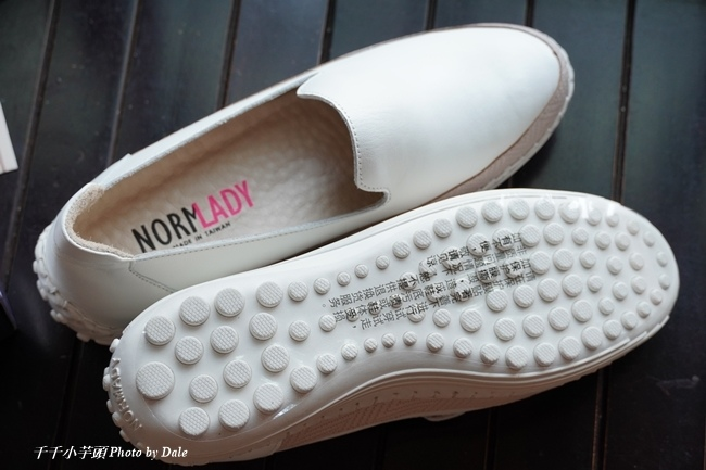 【Normlady 諾蕾蒂】質感真皮拼接草編壓紋皮革磁力厚底氣墊球囊休閒鞋-MIT手工鞋(甜美粉)8.JPG