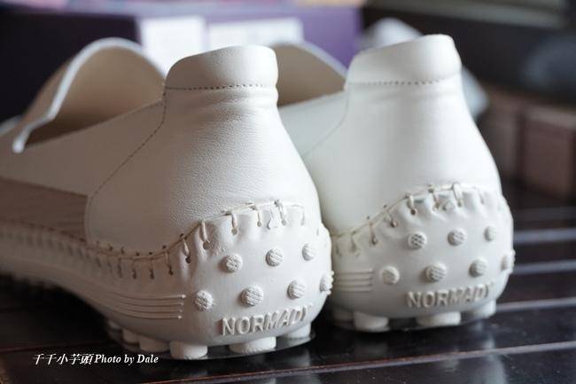 【Normlady 諾蕾蒂】質感真皮拼接草編壓紋皮革磁力厚底氣墊球囊休閒鞋-MIT手工鞋(甜美粉)9.JPG