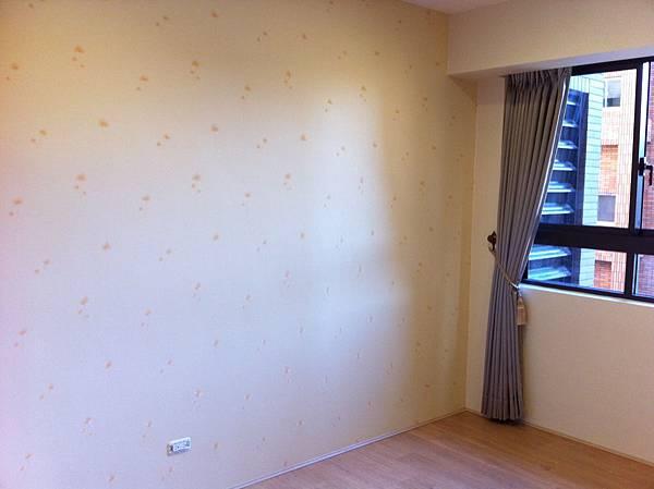 次臥房-主牆面-壁紙