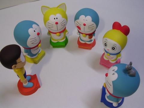 小叮噹陶瓷搖頭娃娃