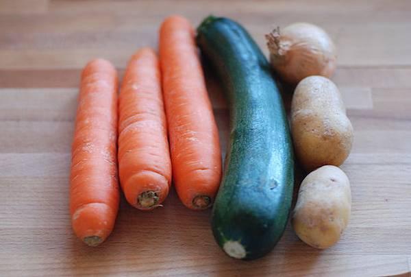 蔬菜丸子搭佐酸奶醬