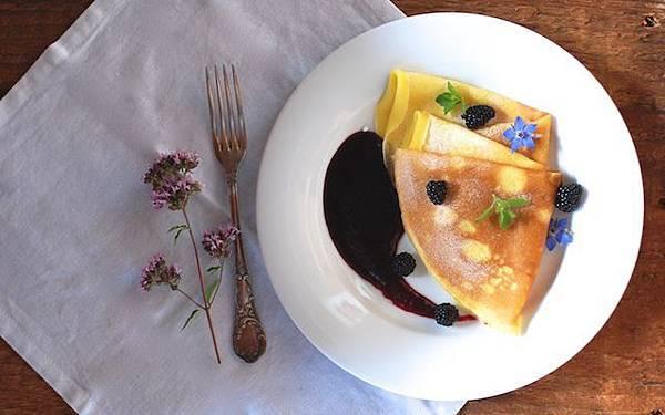 法式可麗餅與黑莓醬