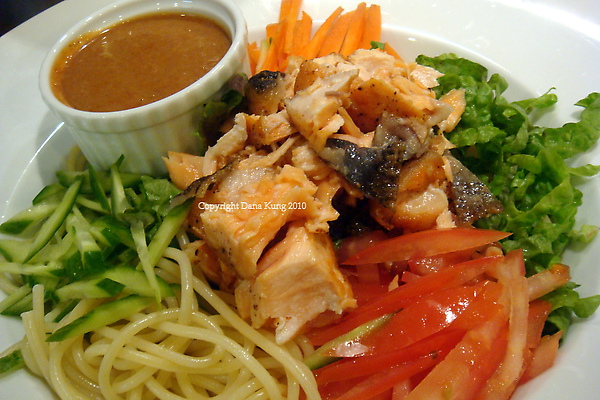 香辣鮭魚涼麵 Spicy Salmon Cold Noodle