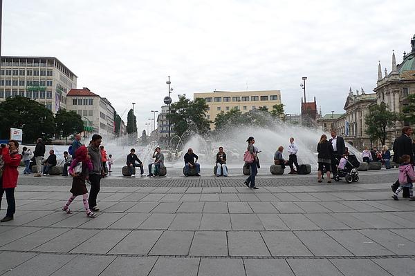 卡爾斯廣場噴水池