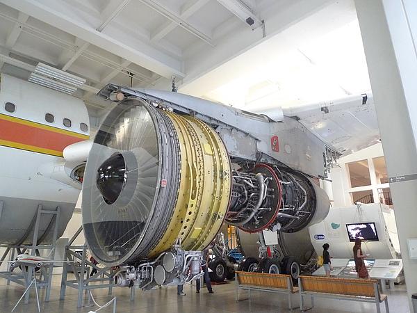 飛機渦輪引擎