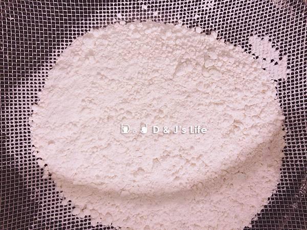中筋麵粉過篩