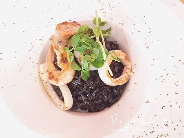 干貝墨魚燉飯 NT.300