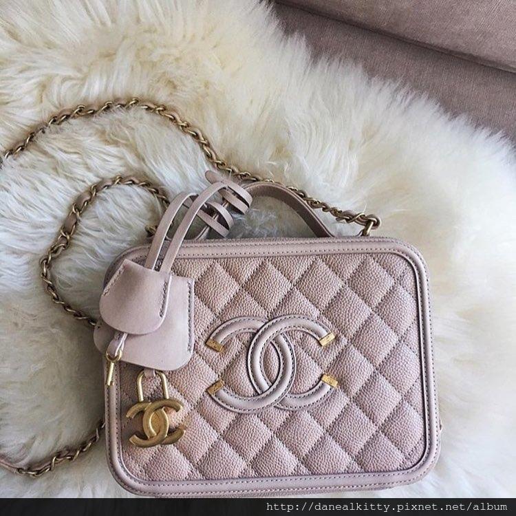 Chanel-CC-Filigree-Vanity-Case-Bag-pink.jpg